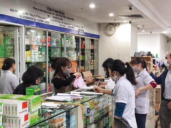 Tự ý mua thuốc ho, sốt có thể làm mất dấu người mắc Covid-19 - Ảnh 1