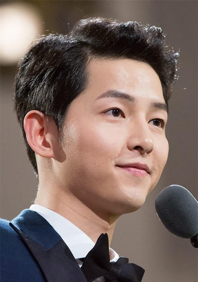 10 nam diễn viên xứ Hàn có cát-xê 'khủng' nhất hiện tại: Song Joong Ki gần cuối bảng, vị trí thứ nhất là ai? - Ảnh 3