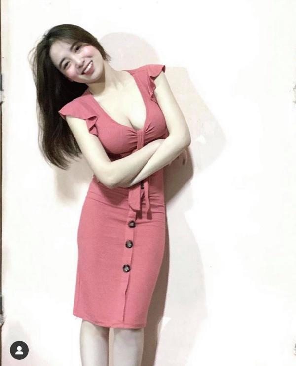 Ăn vận hở trên ngắn dưới, hot girl Hà Nội làm người đi đường 'đứng hình' vì ngực khủng - Ảnh 11