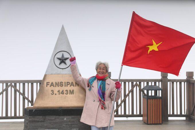 Cụ bà 81 tuổi chinh phục đỉnh Fansipan - Ảnh 1