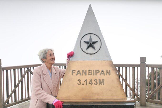 Cụ bà 81 tuổi chinh phục đỉnh Fansipan - Ảnh 2