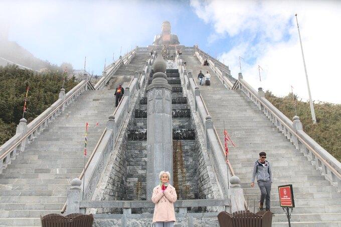 Cụ bà 81 tuổi chinh phục đỉnh Fansipan - Ảnh 5