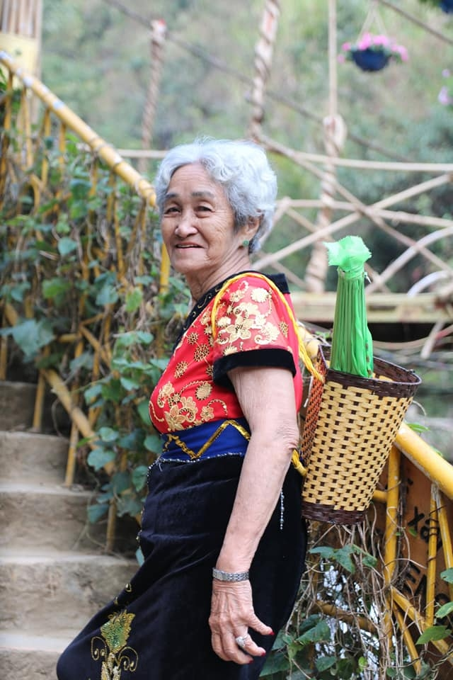 Cụ bà 81 tuổi chinh phục đỉnh Fansipan - Ảnh 7