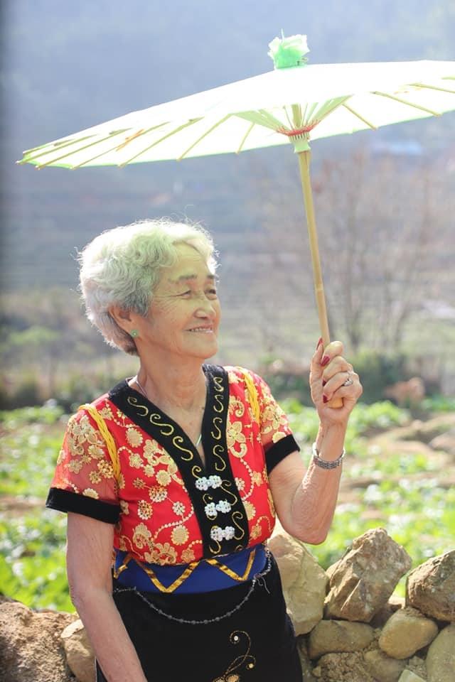 Cụ bà 81 tuổi chinh phục đỉnh Fansipan - Ảnh 8