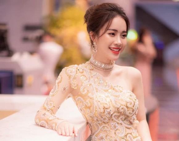Xuất hiện mỹ nhân 'bản sao hoàn hảo nhất' của Hoa khôi Nam Em: Xinh đẹp, khí chất, body sexy hơn cả... bản chính - Ảnh 8