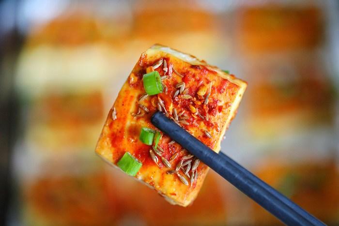 Chán rán hoặc sốt cà chua, cho đậu phụ vào nướng lại được món ngon bất ngờ - Ảnh 7