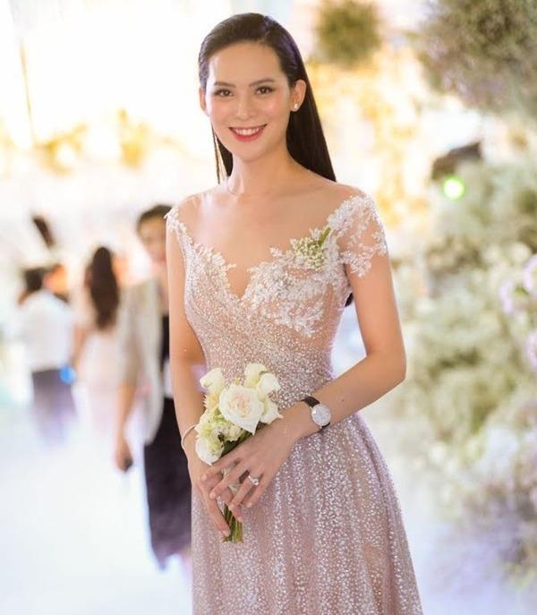 Không thể nhận ra nàng Hoa hậu mang bầu sau đám cưới 10 tỉ, mũi nở, mặt sưng phù - Ảnh 3