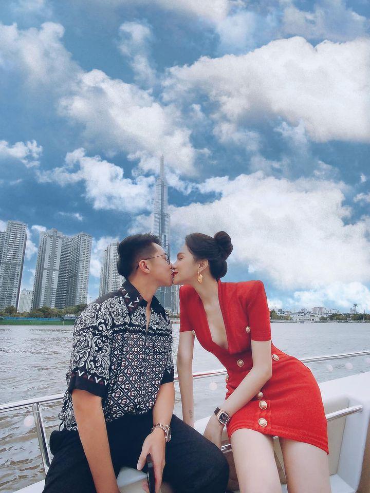 Hương Giang công khai đăng ảnh hôn môi Matt Liu không rời - Ảnh 1