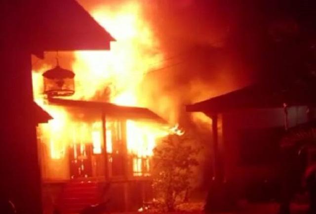 Cậu bé 14 tuổi châm lửa đốt nhà bà ngoại trong đêm tối, lời giải thích của đứa trẻ khiến cả gia đình rụng rời chân tay - Ảnh 2