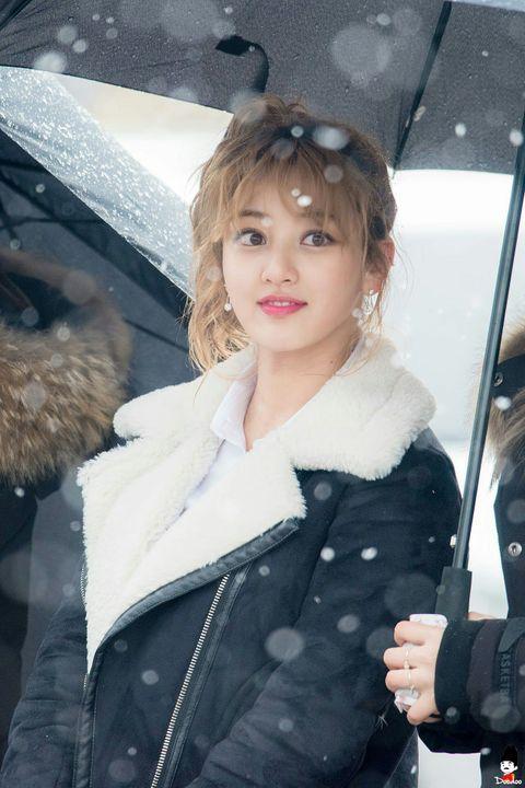 Top 5 idol nữ có đôi mắt đẹp nhất Kpop: Lisa (BLACKPINK) mê hoặc với vẻ đẹp long lanh, Jihyo (TWICE) thu hút mọi ánh nhìn - Ảnh 11