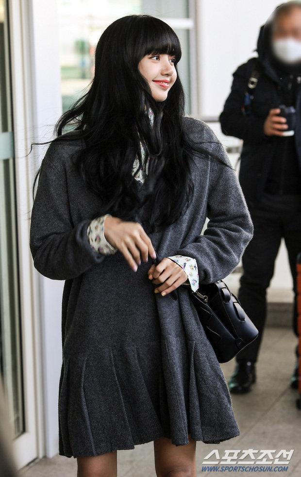 Lisa (BLACKPINK) ghi điểm tuyệt đối với gương mặt xinh như búp bê và mái tóc đen dài - Ảnh 4