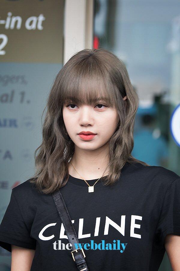 Lisa (BLACKPINK) ghi điểm tuyệt đối với gương mặt xinh như búp bê và mái tóc đen dài - Ảnh 8