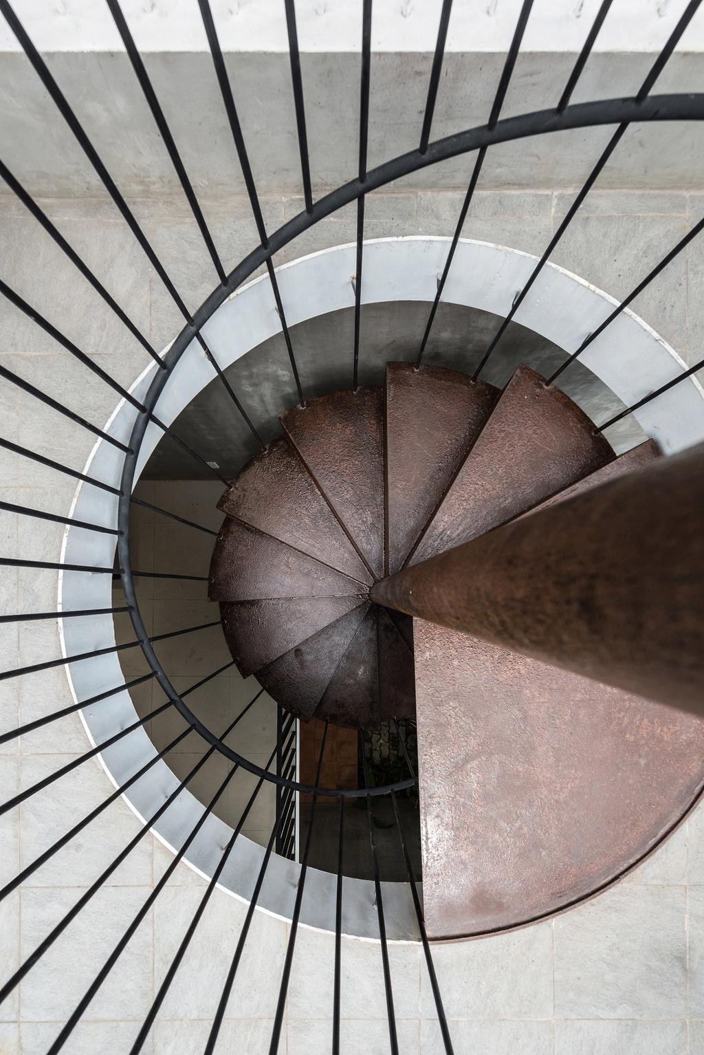 Nhà hình thang với khu vườn bí mật sau lớp mặt tiền - Ảnh 11