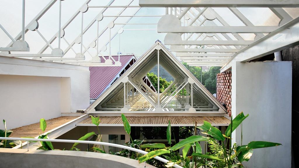 Nhà hình thang với khu vườn bí mật sau lớp mặt tiền - Ảnh 13
