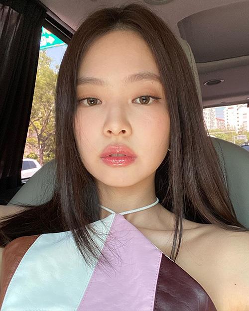 Công thức trang điểm mùa hè siêu 'nhẹ mặt' của Jennie - Ảnh 1