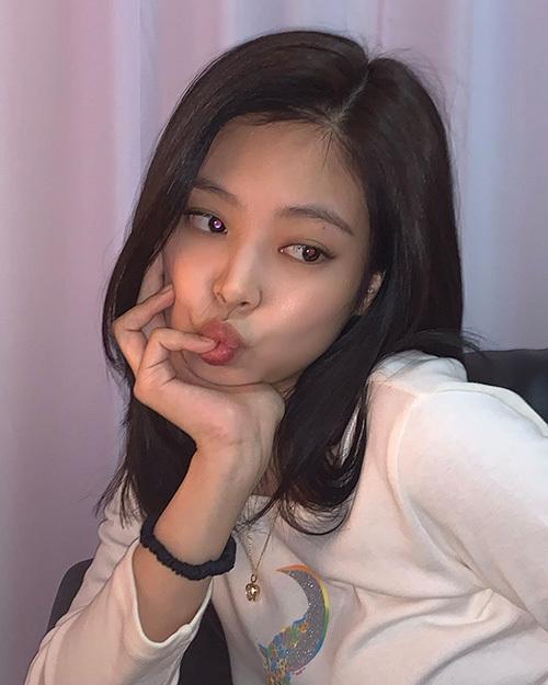 Công thức trang điểm mùa hè siêu 'nhẹ mặt' của Jennie - Ảnh 7