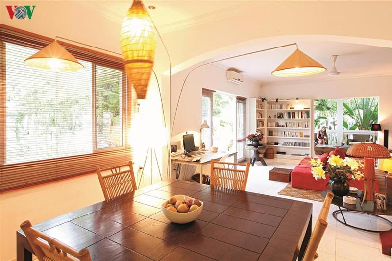 Ngôi nhà có phong cách nhiệt đới lịch lãm - Ảnh 5