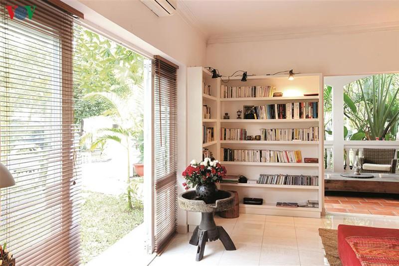 Ngôi nhà có phong cách nhiệt đới lịch lãm - Ảnh 7