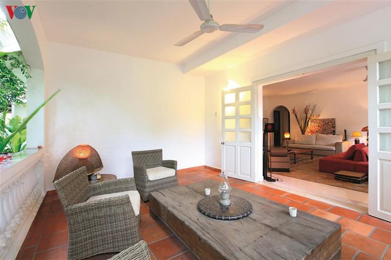 Ngôi nhà có phong cách nhiệt đới lịch lãm - Ảnh 8