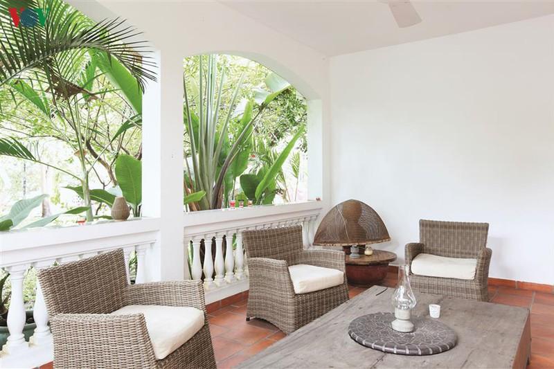 Ngôi nhà có phong cách nhiệt đới lịch lãm - Ảnh 9