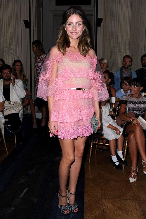 Vừa tuyên bố 'phụ nữ có thể ăn mặc lố lăng', Phượng Chanel diện áo voan xuyên thấu lộ nội y ra đường - Ảnh 5