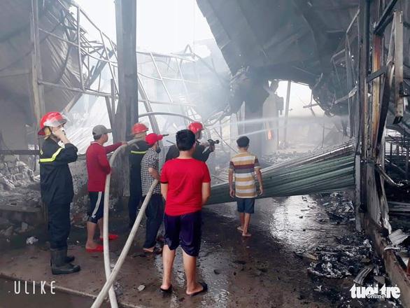 Bắt nam công nhân đốt sản phẩm 'xem có cháy không' rốt cuộc cháy công ty, thiệt hại 60 tỉ đồng - Ảnh 2