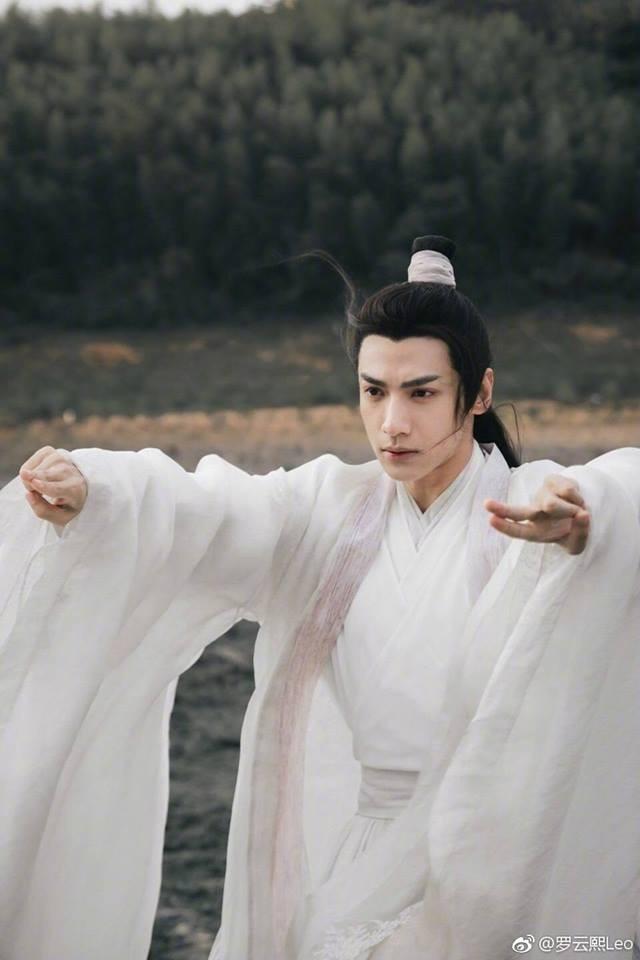 Những ca sĩ Trung Quốc nổi tiếng nhờ đóng phim: Vương Nhất Bác và Tiêu Chiến gặp may, Nhậm Gia Luân bị nhầm là diễn viên chuyên nghiệp - Ảnh 14