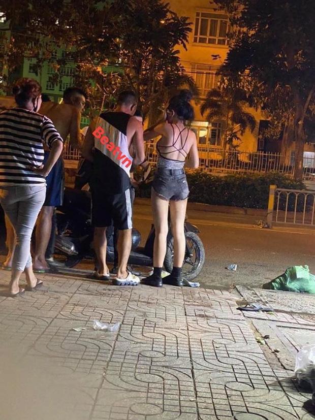 Lương Bằng Quang và Ngân 98 nói gì về bức ảnh bị 10 thanh niên hành hung giữa phố - Ảnh 1