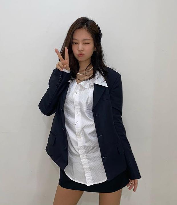 Những set đồ nữ sinh chuẩn high teen của idol Hàn - Ảnh 1