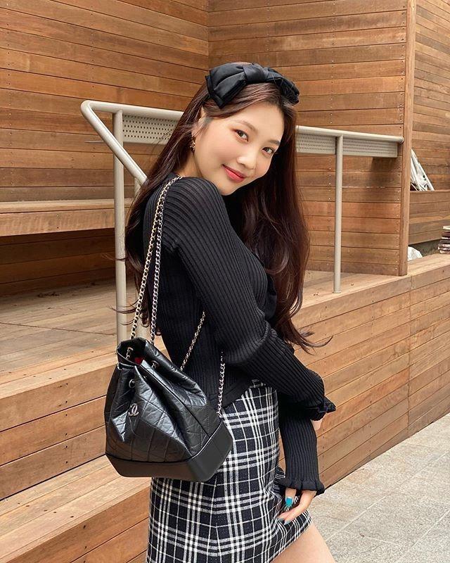 Những set đồ nữ sinh chuẩn high teen của idol Hàn - Ảnh 10