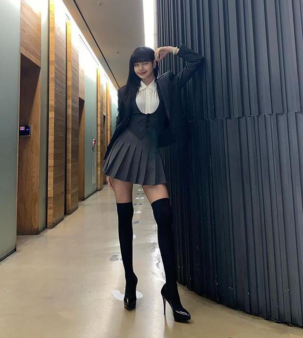Những set đồ nữ sinh chuẩn high teen của idol Hàn - Ảnh 3