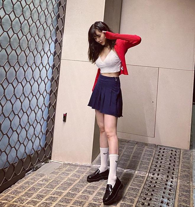 Những set đồ nữ sinh chuẩn high teen của idol Hàn - Ảnh 9