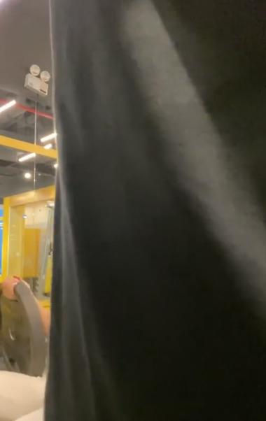 Lên án người khác vì 'chiếm hình khi mình đang quay cảnh tập gym', hotboy bất ngờ lại bị chỉ trích ngược - Ảnh 2