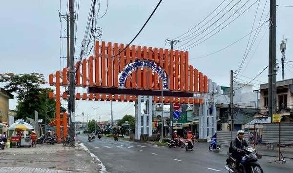 An Giang: Chi gần 7 tỉ làm cổng chào ở Long Xuyên có cần thiết không? - Ảnh 1