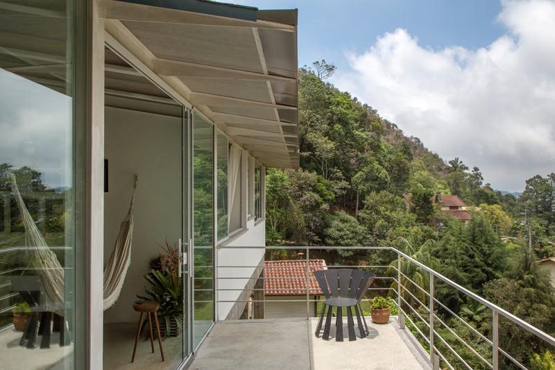 Ngắm ngôi nhà nghỉ dưỡng lơ lửng ở lưng chừng núi - Ảnh 9