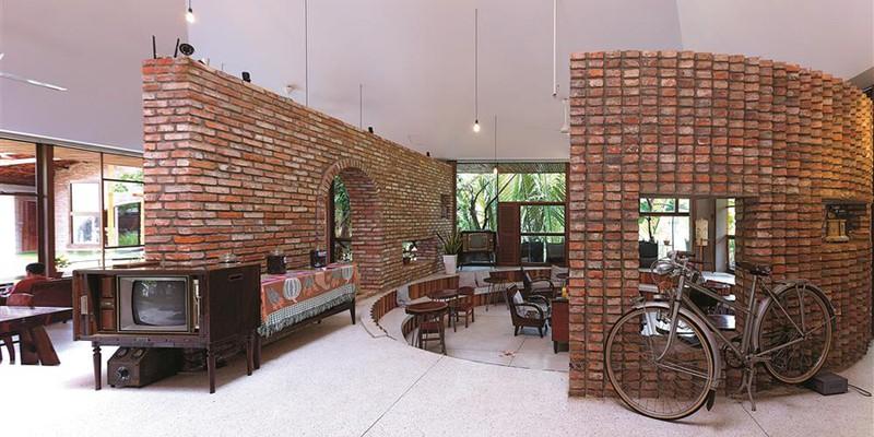 Quán cà phê được xây từ những viên gạch cũ - Ảnh 7