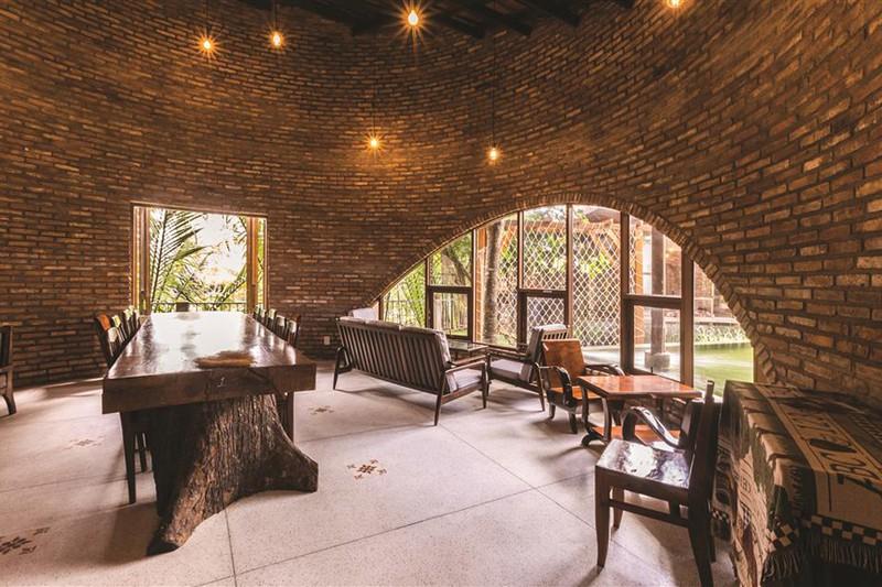 Quán cà phê được xây từ những viên gạch cũ - Ảnh 10