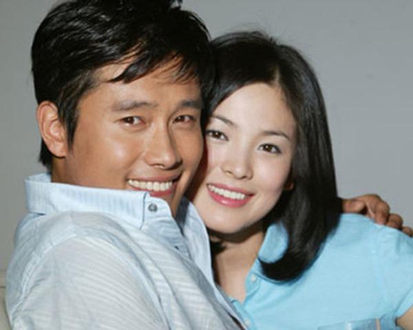 Giữa lúc 'người cũ' Song Hye Kyo dính tin tình ái, Lee Byung Hun làm điều này cho vợ - Ảnh 1
