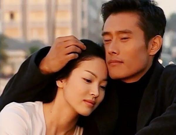 Giữa lúc 'người cũ' Song Hye Kyo dính tin tình ái, Lee Byung Hun làm điều này cho vợ - Ảnh 2