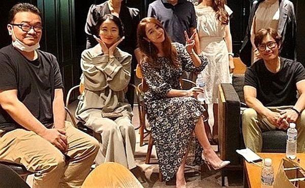 Giữa lúc 'người cũ' Song Hye Kyo dính tin tình ái, Lee Byung Hun làm điều này cho vợ - Ảnh 3