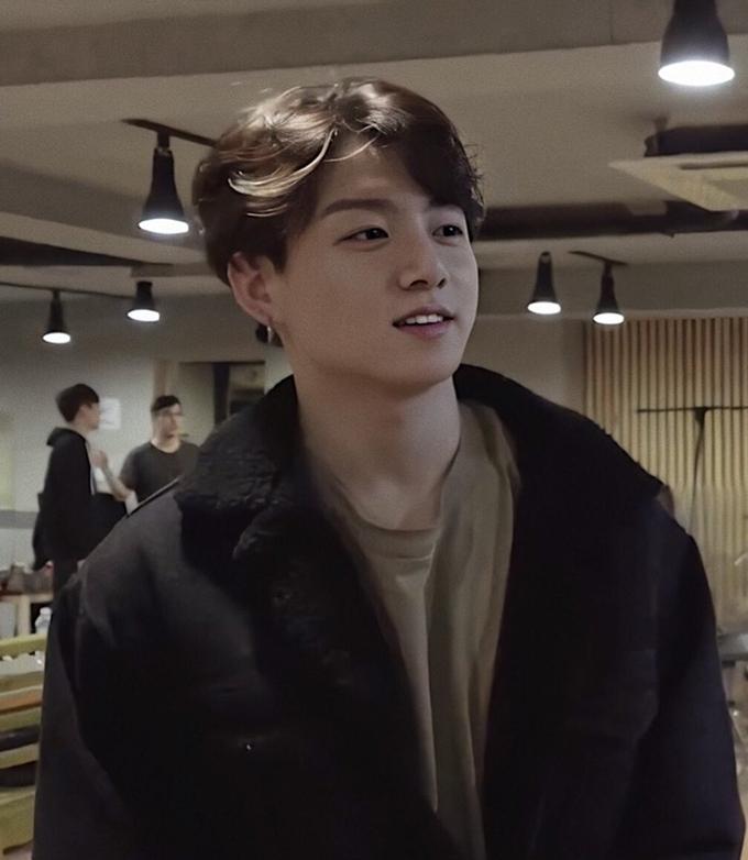 'Khí chất bạn trai' khi để mặt mộc tự nhiên của Jung Kook (BTS) - Ảnh 6