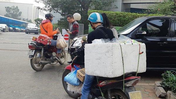 Học sinh ở nhà, dân công sở hạn chế ra ngoài… shipper kiếm tiền triệu mỗi ngày mùa dịch COVID-19 - Ảnh 2
