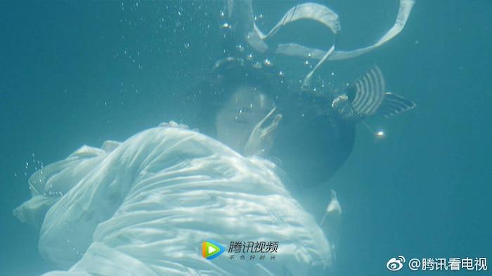 Loạt cảnh hôn 'ngọt lịm' được khán giả 'hoan nghênh' trên màn ảnh Hoa ngữ - Ảnh 2