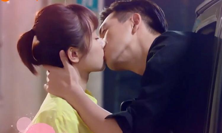 Loạt cảnh hôn 'ngọt lịm' được khán giả 'hoan nghênh' trên màn ảnh Hoa ngữ - Ảnh 7