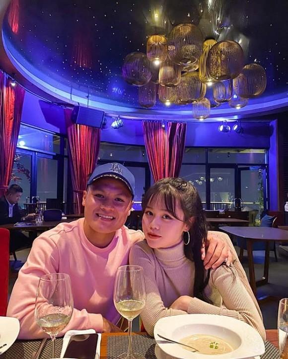 Bạn gái mới của Quang Hải lộ ảnh chụp lén kém xinh, khác xa khoảnh khắc trên Facebook - Ảnh 1