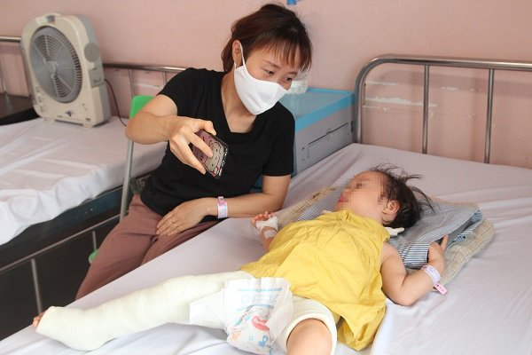 Mẹ thay bỉm, con khóc thét, ngỡ ngàng phát hiện đây là dấu hiệu bệnh gây tàn tật suốt đời - Ảnh 1