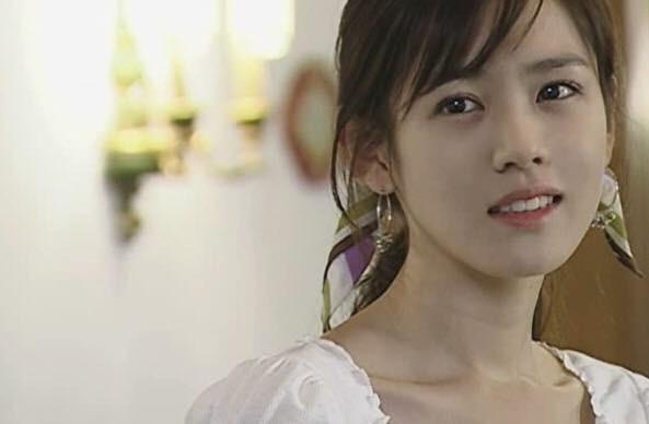 'Vượt mặt' Song Hye Kyo, Son Ye Jin được Knet bình chọn là 'Ngôi sao luôn xinh đẹp từ khi còn trẻ' - Ảnh 1