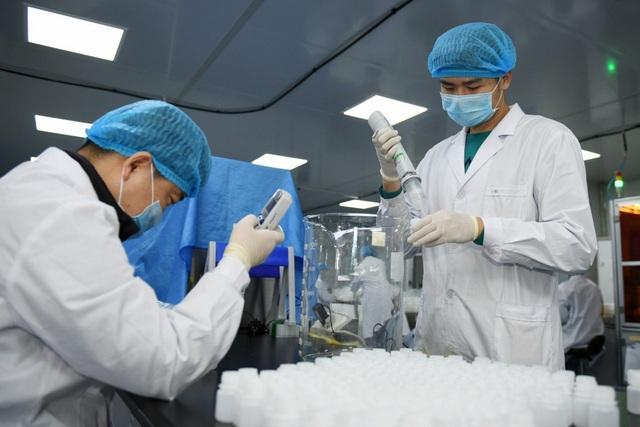 Covid-19 bắt đầu lây nhiễm chéo tại Việt Nam: Dấu hiệu nhận biết trẻ em nhiễm virus corona chủng mới - Ảnh 1