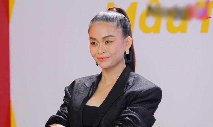 Mỹ nhân Việt 'sai quá sai' khi makeup mắt màu nổi - Ảnh 1