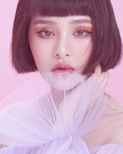 Mỹ nhân Việt 'sai quá sai' khi makeup mắt màu nổi - Ảnh 7